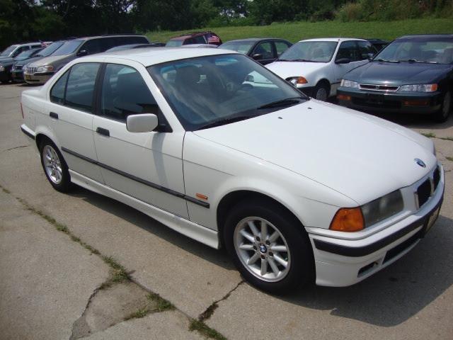 Buy used 1997 BMW 318i Base Sedan 4-Door 1.9L