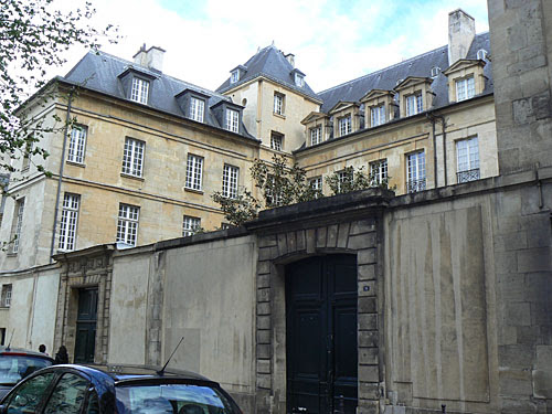hôtel part rue des archives.jpg