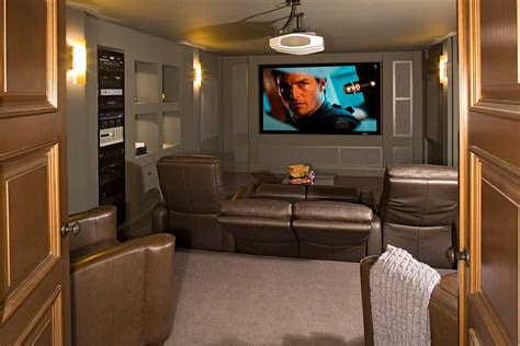 turn  small basement   cool home theater decoist