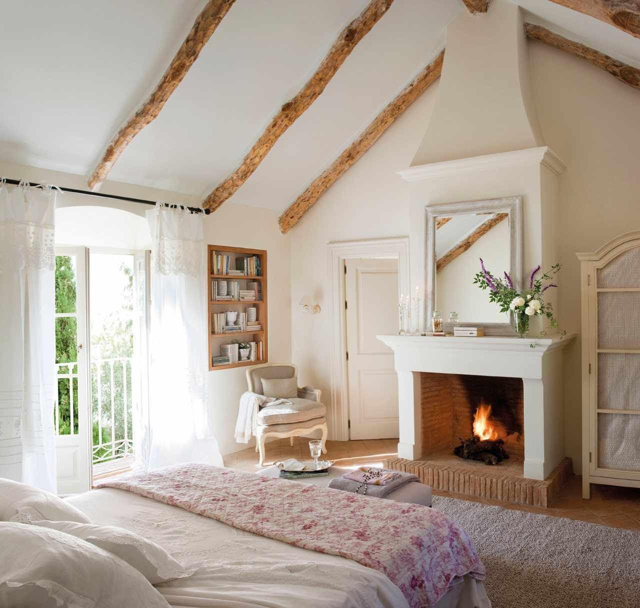 Cozy Bedroom Décor in Farmhouse Style - Master Bedroom Ideas