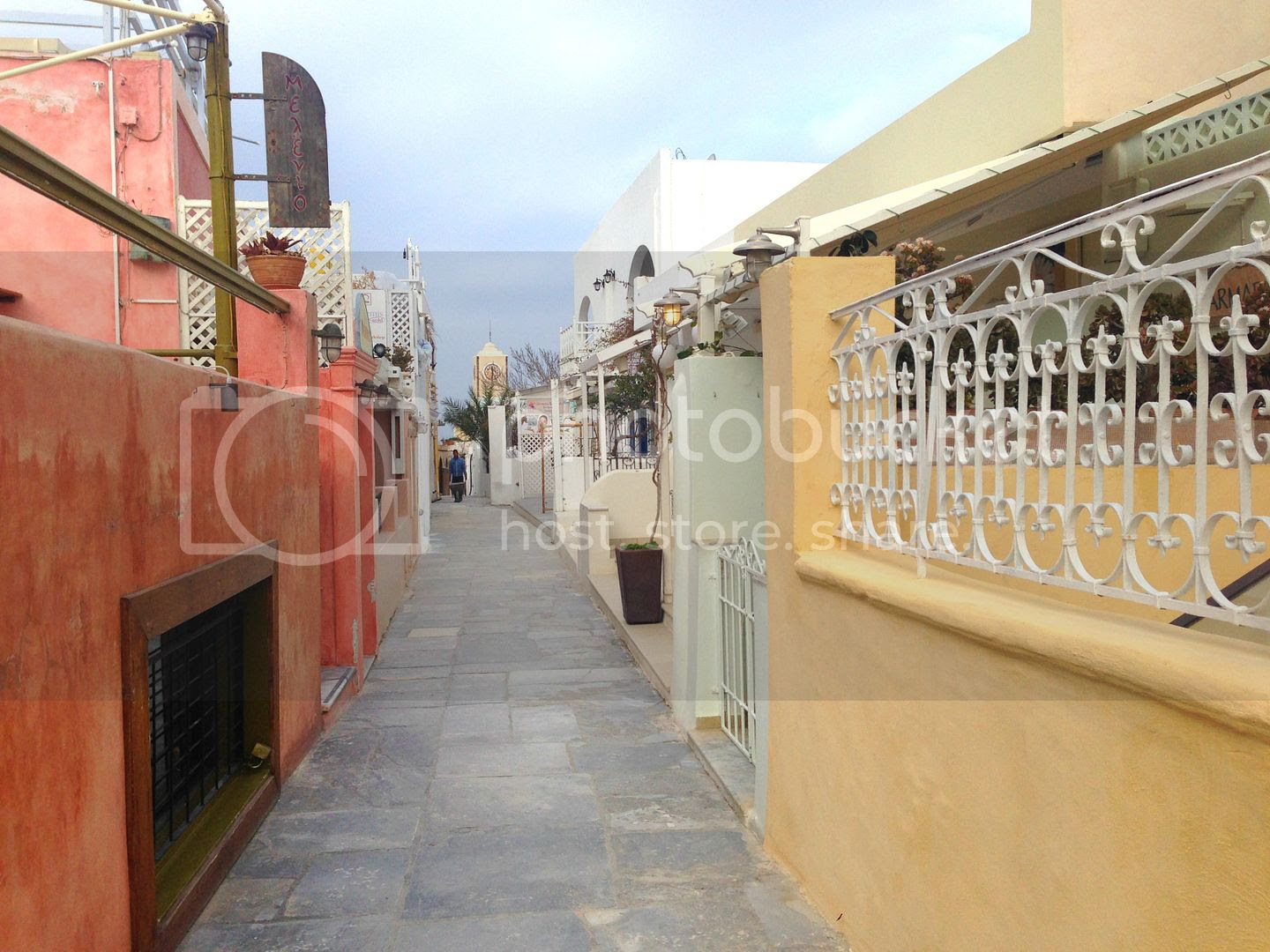 photo Small alley in Oia Santorini_zps2ubieuqd.jpg