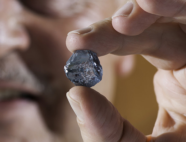 Holding the 29.6 carat rough blue diamond. Image courtesy of Petra Diamonds.