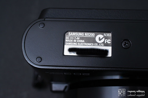 Samsung_NX200_exterior_15