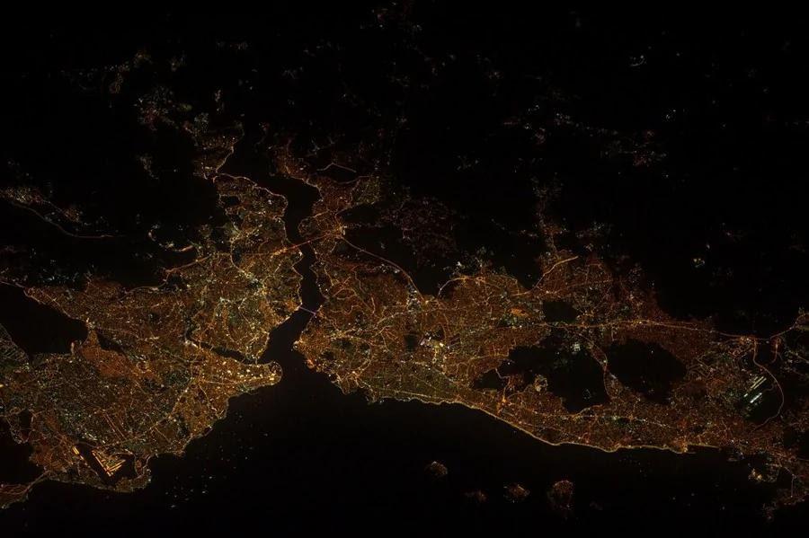 震撼!2012国际空间站宇航员摄影集公布(组图)