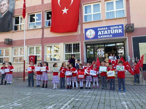 Gemlik Atatürk Ilkokulunda Cumhuriyet Bayramı Kutlaması Eğitim