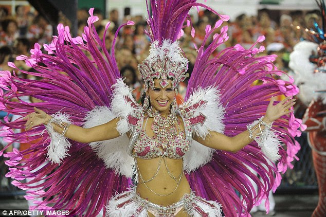 Orgulhoso como um pavão: Um dançarino de Porto da Pedra escola de samba