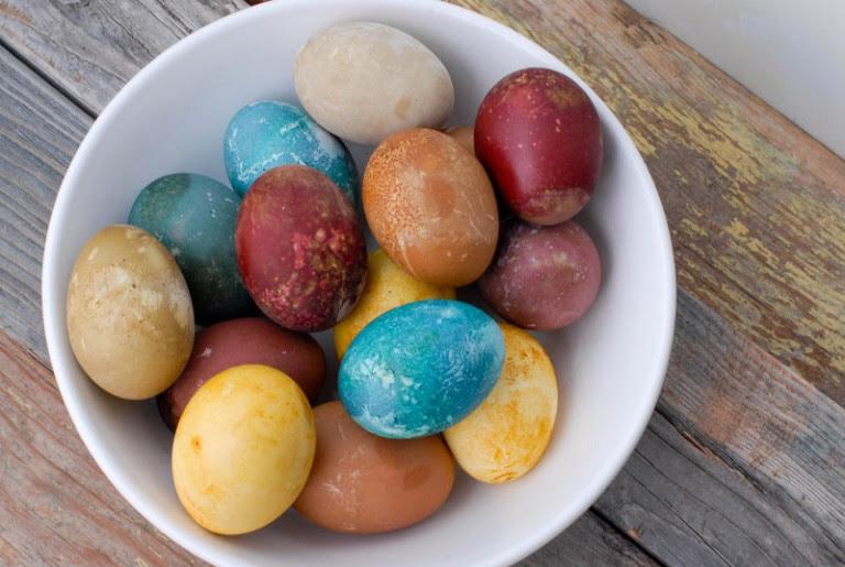 Πως να βάψω τα πασχαλινά αυγά ΑΝΕΞΟΔΑ και με ΦΥΣΙΚΟ τρόπο!
