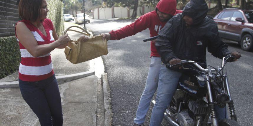 Delincuencia, desempleo y corrupción son mayor tormento de los dominicanos