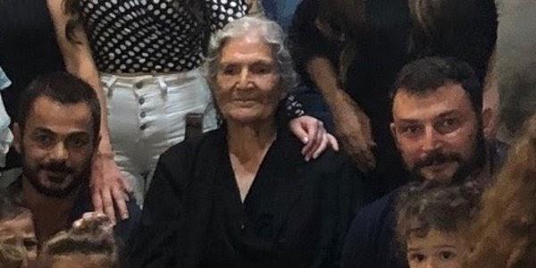 Γιαγιά στην Κρήτη έκλεισε τα 81 και ζήτησε φωτογραφία με τους 100 απογόνους της...