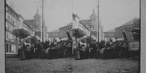 Fotografía estereoscópica de la Plaza de Zocodover en Toledo hacia 1934. Donación del Marqués de la Vega Inclán a la Hispanic Society of America