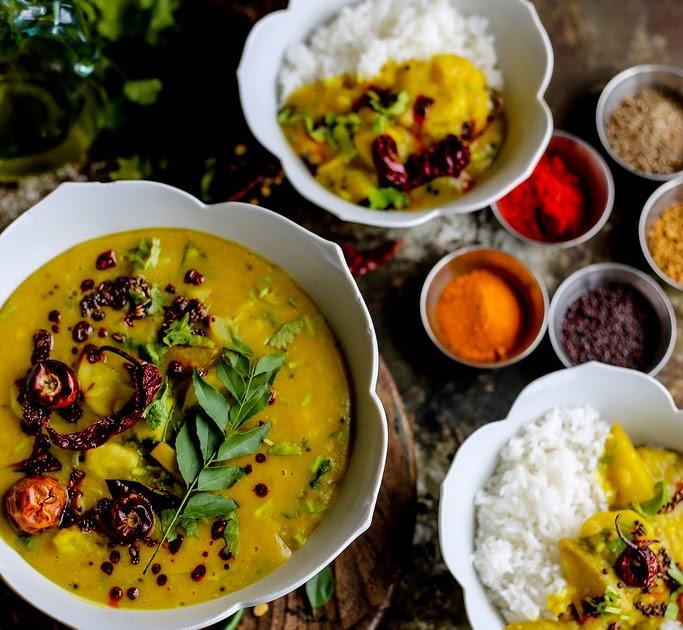 Raw Mango and Bottle Gourd Dal Recipe | Khatta Meetha Lauki-Aam Dal