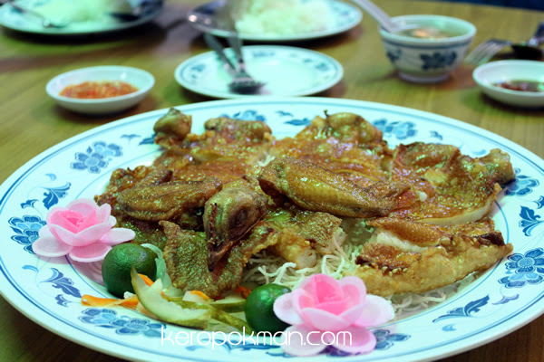 Ban Tong Seafood Restaurant - Flat Chicken with Fish Paste