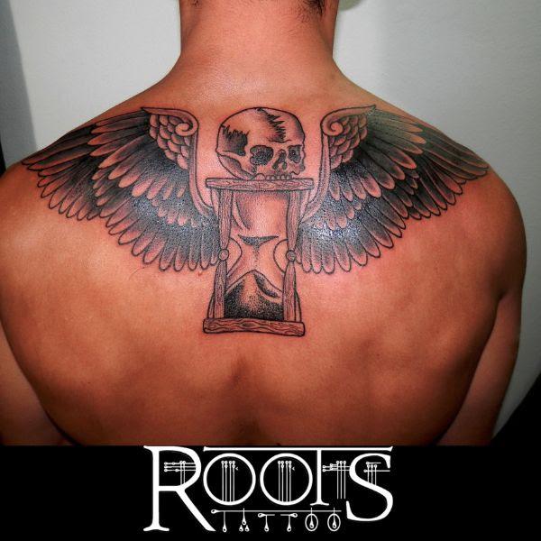 Tatuaje Reloj De Arena Con Calavera Y Alas Roots Tattoo Granada