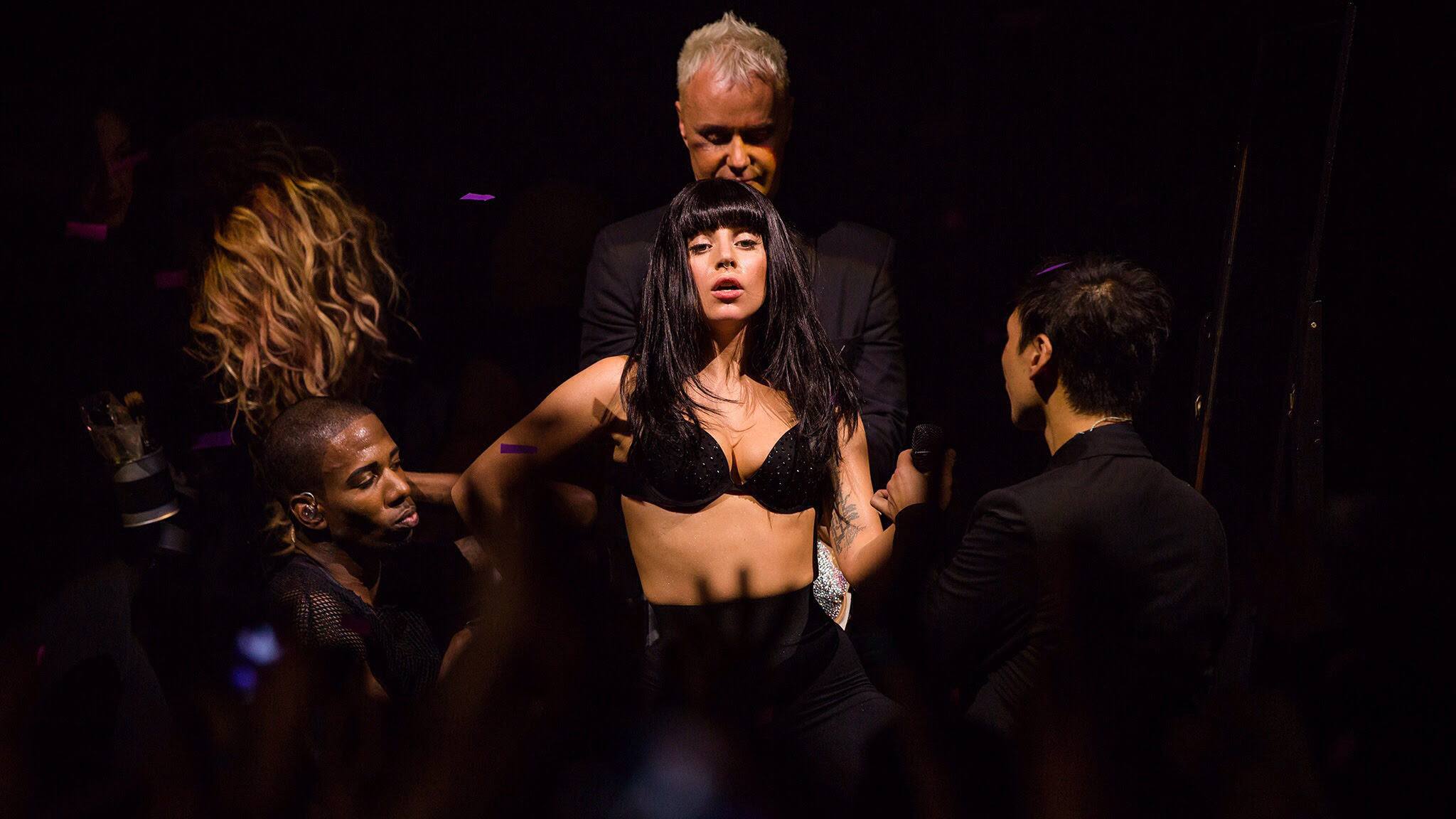 lady-gagas-spectacular-itunes-festival-2013-show-07