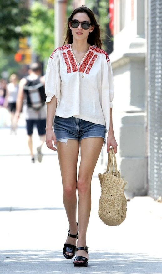 4 Le Fashion Blog 40 Of Alexa Chung Best Looks With Denim Shorts Embroidered Top Jean Cut Offs Sandals Via Elle Greece