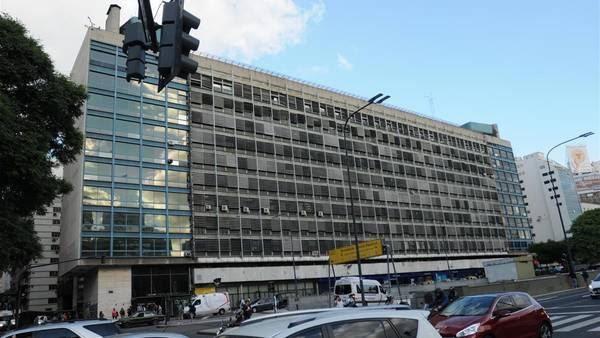Edificio del Plata. En Pellegrini, Sarmiento, Pasaje Carabelas y Perón./ Juan José Traverso
