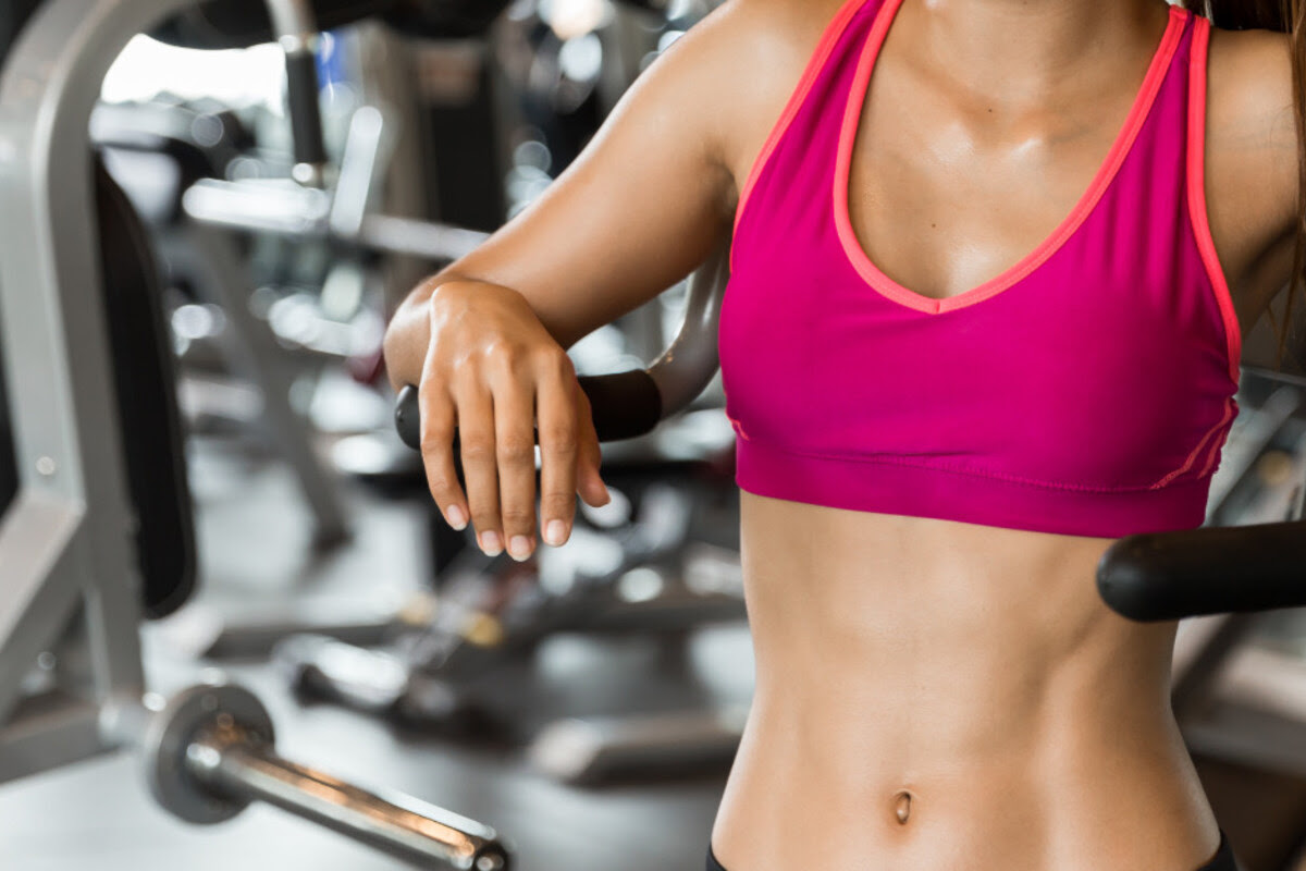 Fitnessstudio verbietet Frauen Training im Sport-BH und bekommt ordentlich Gegenwind