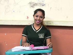 Janaína Ferreira, de 17 anos, pretende as aulas de física (Foto: John Pacheco/G1)