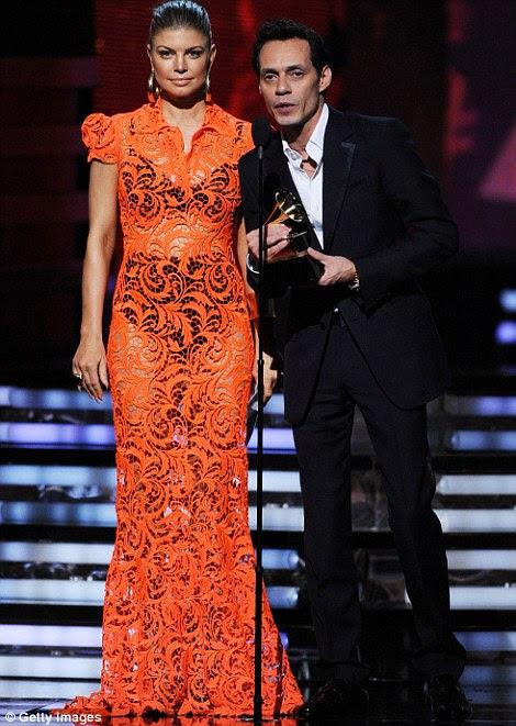 Pairings: Sir Paul McCartney e Lady Gaga greve uma pose enquanto Fergie e Marc Anthony apresentou um prêmio no palco
