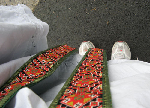 national costume & sneakers :: 17.mai :: bunad & joggesko