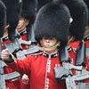 Guarda britânica marcha antes do casamento real em Londres