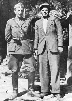 Ο Παντελής Καραγκίτσης, μέλος της ΚΕ του ΚΚΕ, Γραμματέας Περιοχής Ηπείρου, δίπλα στο στρατηγό Σαράφη