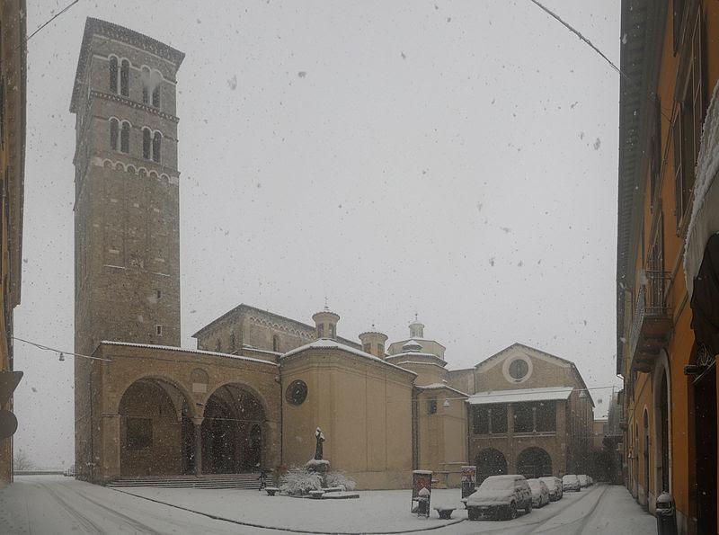 File:Neve a Rieti - panorama con Cattedrale, palazzo papale e arco di Bonifacio VIII.jpg