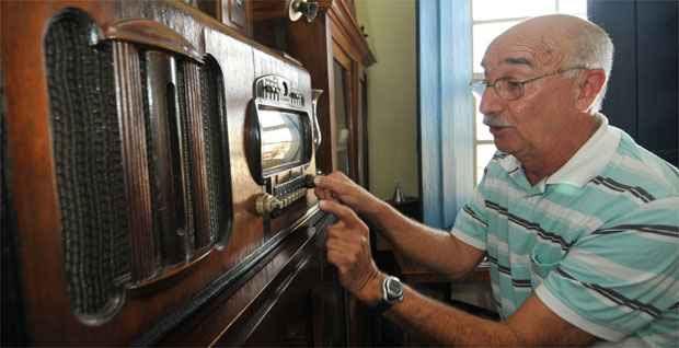 Antonio Maria Claret Chagas e s eu rádio Zenith: testemunhas do trauma da derrota da Seleção Brasileira em 1950 (Marcos Michelin/EM/DA press)