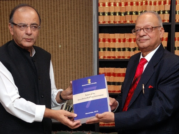 Justice A K Mathur (right) submitting Seventh Pay Commission report to Finance Minister Arun Jaitley in New Delhi (Photo: Dalip Kumar)