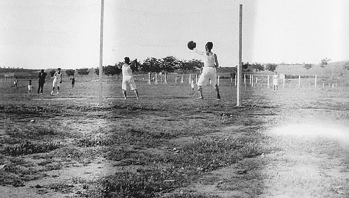 Partido de Béisbol en la Escuela de Gimnasia de Toledo en los años 20. Fotografía de Eduardo Butragueño Bueno