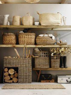 je spullen opbergen in mooie manden in dezelfde kleurtint geeft een rustig effect #leenbakker