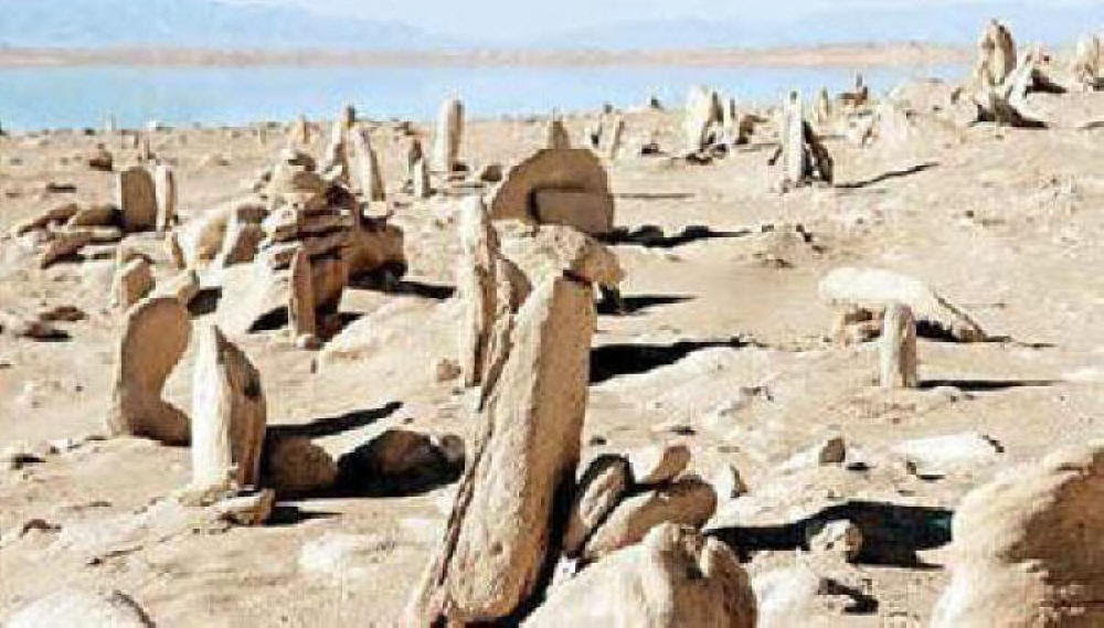 ANCIENT METAL PIPES IN CHINESE LAKE
