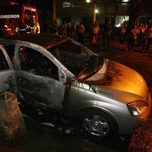 Passa de 30 o número de veículos incendiados desde a noite de terça (Paulo Nicolella / Agência O Globo )