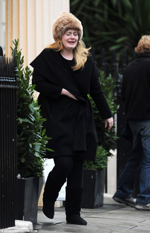 Adele wears a fur hat and buys toilet rolls | pretty-BELLA ...
