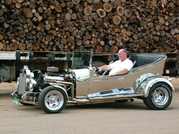 Hermes Bacon construiu o carro utilizando apenas aço inox (Foto: Álbum pessoal/Divulgação)