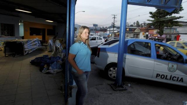 Carminha passou a ser acompanhada por uma patrulha da Polícia Militar desde que foi alvo de uma ameaça de Toni Ângelo