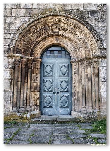 Portal principal da igreja de Paderne by VRfoto