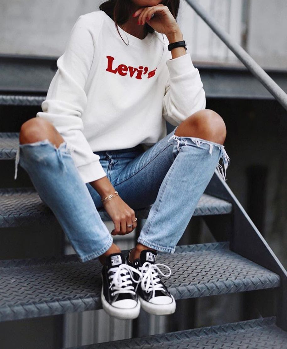Spring New York Outfit Idea: White Sweatshirt And Knee Ripped
