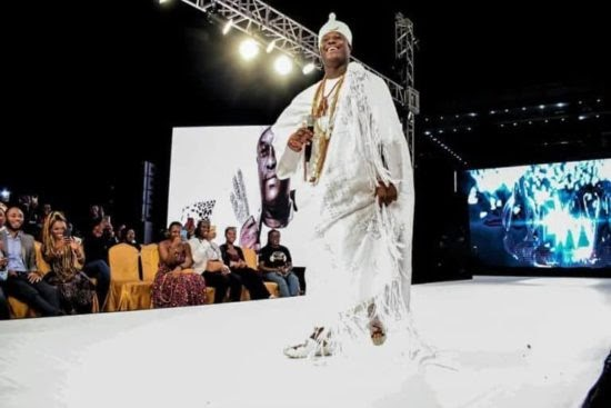 Sweet Boy Association ! Ooni of Ife spotted catwalking at a fashion show in Lagos (photos)