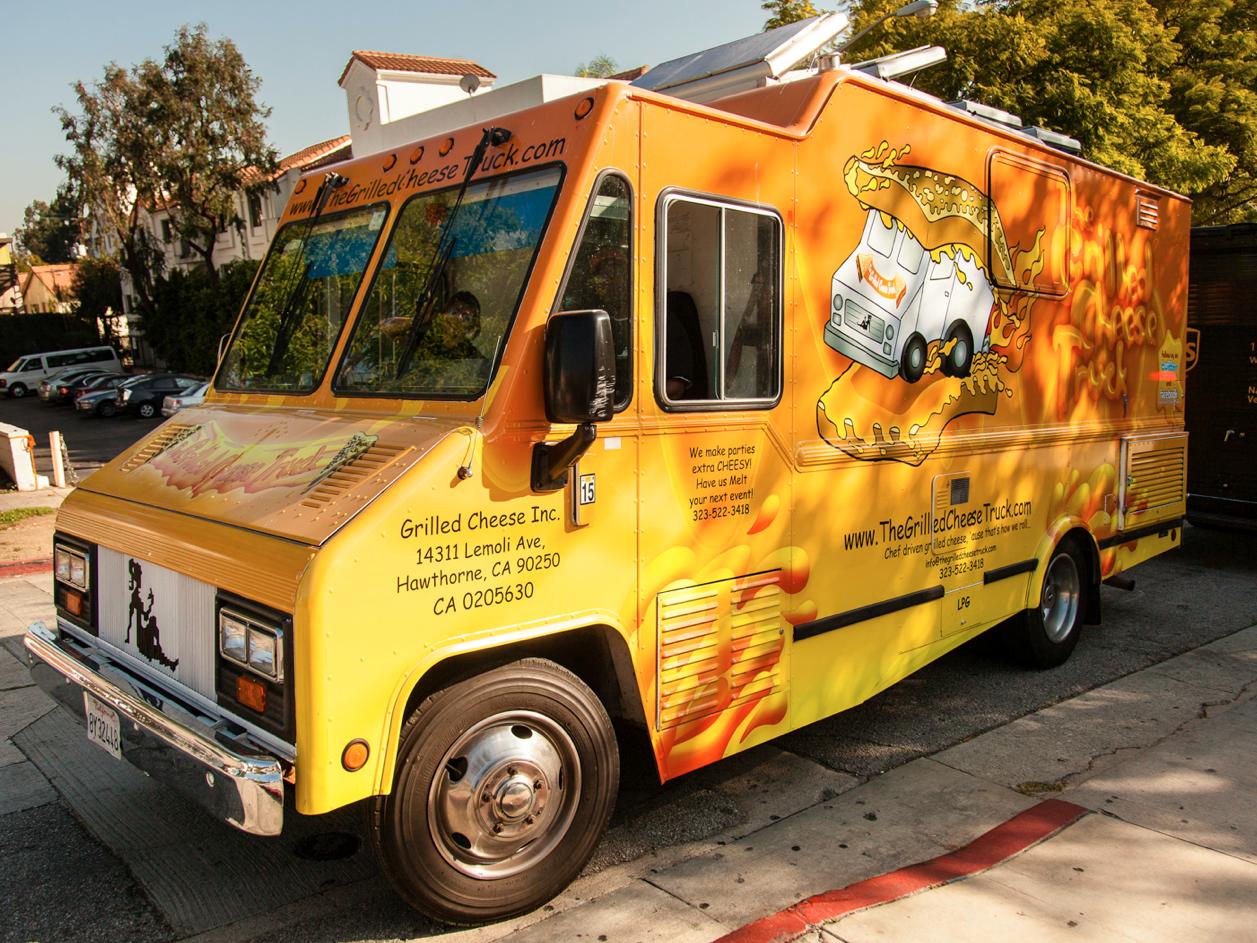 Super Bowl Alert: NFL Appointed Food Trucks   Roaming Hunger