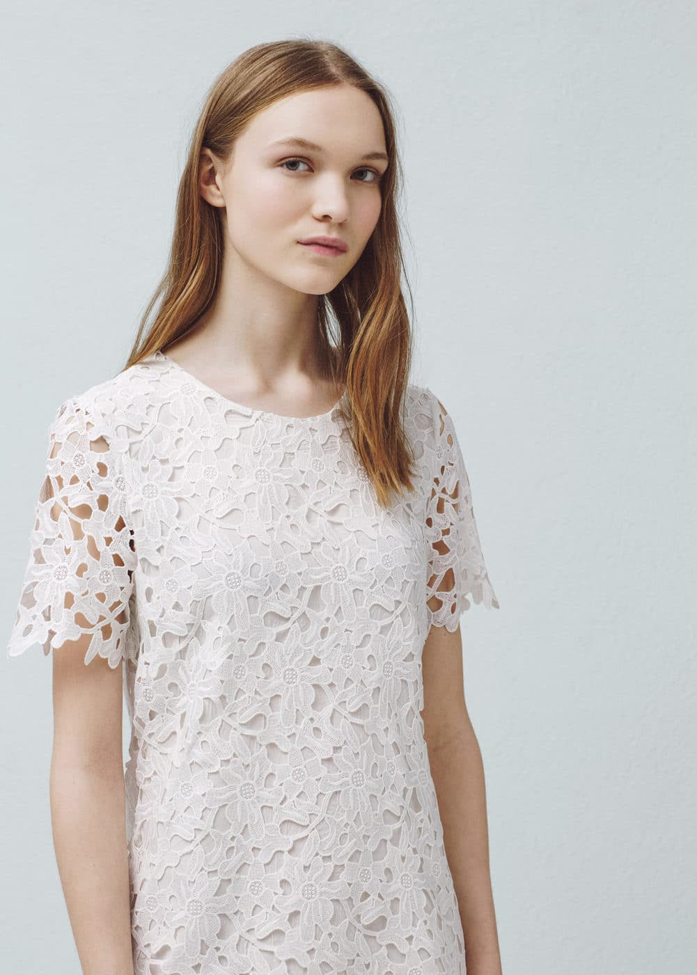 Kleid mit lochmuster | MANGO