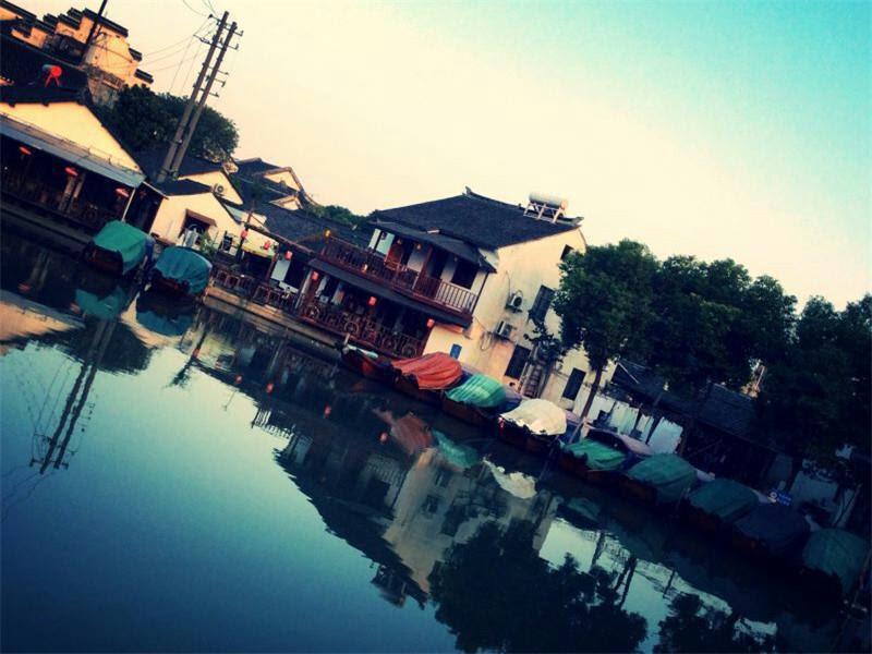 Review Zhouzhuang Zhenfeng Riverside Courtyard Hostel