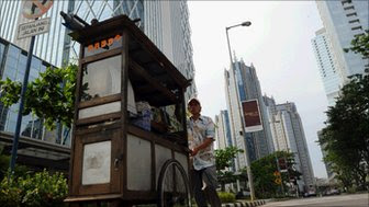 A Jakarta street seller