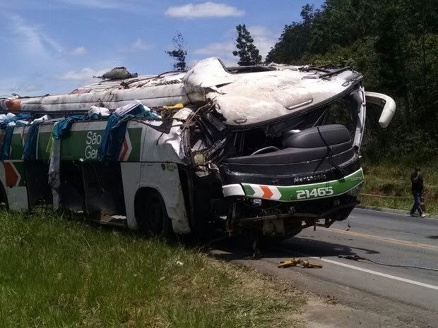Acidente com ônibus deixa mortos e feridos na BR-101, na Serra, Espírito Santo (Foto: Josimar Oscar/ VC no ESTV)
