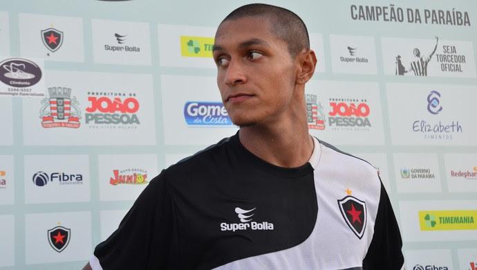 Léo Henrique, volante do Botafogo-PB (Foto: Hévilla Wanderley / GloboEsporte.com/pb)