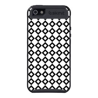 White and Black Diamond Pattern iPhone 5 Case