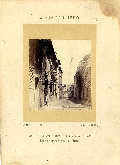 Arcos existentes en Zocodover hasta 1865 fotografiados hacia 1862. Fotografía de Jean Laurent incluida en un álbum sobre Toledo © Archivo Municipal. Ayuntamiento de Toledo