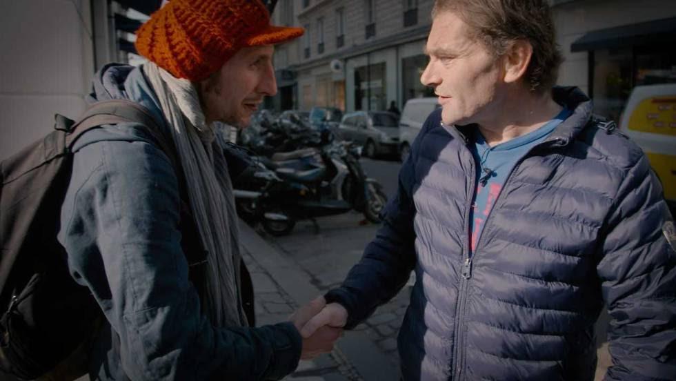 Roughol se encuentra con otro indigente en las calles de París.