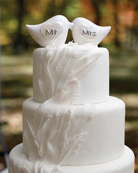 22 Unusual Wedding Cakes With Feathers   Weddingomania