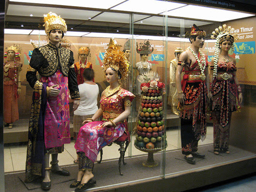Traditional costume of Indonesia. 300 ethnic groups with their own clothing traditions